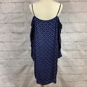 Anthropologie Dresses - Cloth & Stone Cold Shoulder Arrow Print Dress